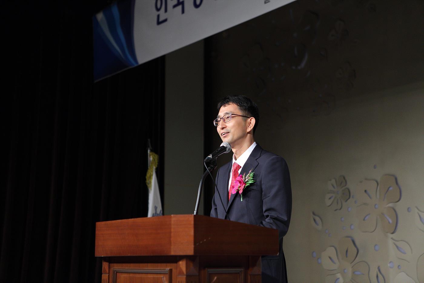 취임사 중인 박종석 제25대 연합회장