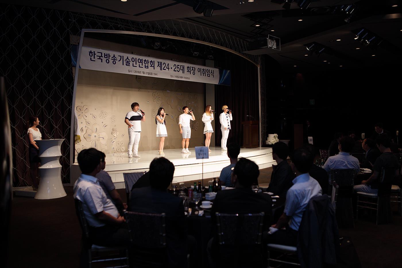 축하 공연의 아카펠라 그룹 다이아